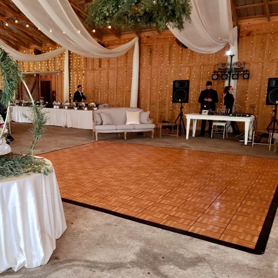 The Oak style dance floor perfectly matches this natural-chic event space.